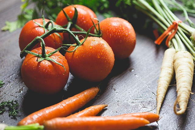 fresh tomatoes and carrots